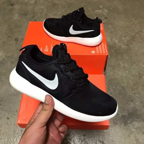 8a733262353 Tenis Zapatillas Nike Roshe Two Negra Blanca Mujer Envio Gr -   134.900 en  Mercado Libre