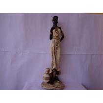 Estatueta Africana Pintada A Mão Com Detalhes Jarro