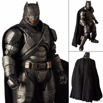 Batman Vs Superman - Mafex Armored Batman