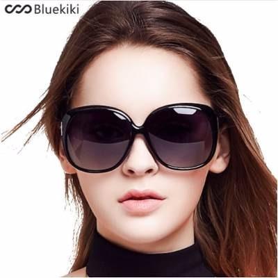 8fa4a495b9a08 Óculos De Sol Redondo Grande Enfeite Laterais Heniao - R  39