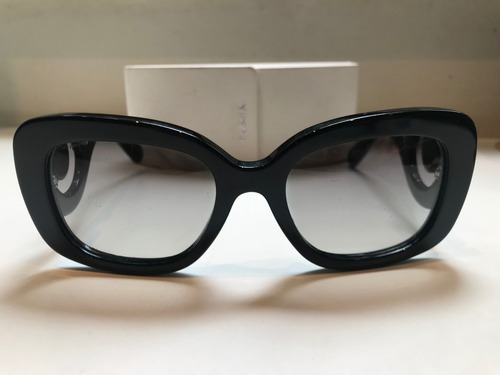 faeb960f5 Óculos De Sol Prada Baroque Com Caixa Original - R$ 300,00 em ...