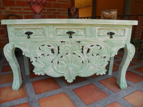 Credenza vintage tallada verde y con decapado antiguo for Muebles tallados en madera