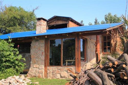 casas en alquiler temporario en cabaa de piedra y madera a mts del rio el cardenal tanti punilla crdoba mercado libre