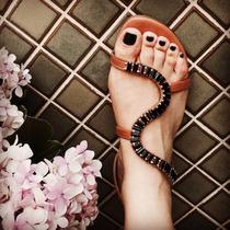 Rasteirinha Baixa Pedra Marrom C/ Preto Marca Leluel Shoes