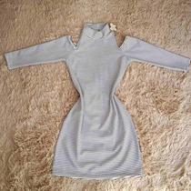 Vestido Listrado Ombro A Mostra Roupa Feminina