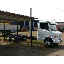 Caminhão Mercedes Benz 1114 (3 Eixos)