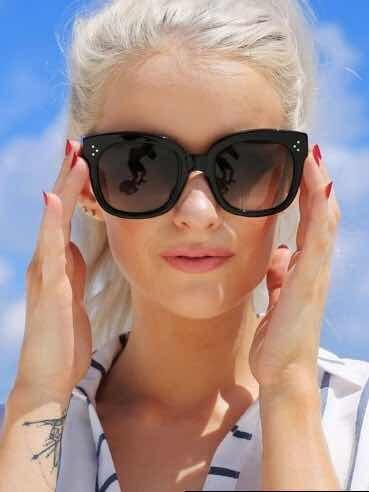 a34a7adc956ec Oculos Sol Feminino Celine Preto Grande Quadrado Luxo Famoso - R  38,40 em  Mercado Livre