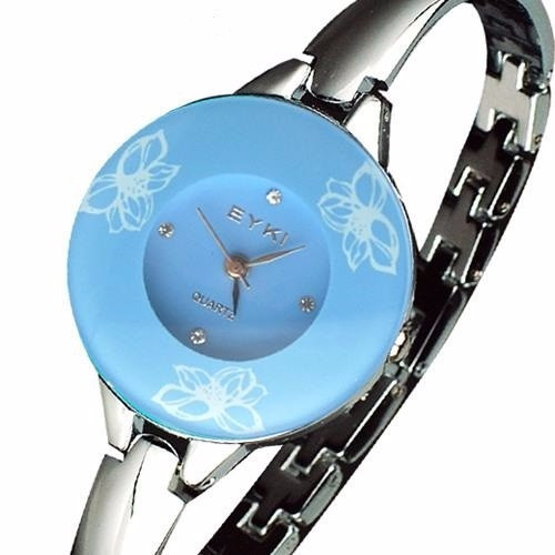 b66cce01e20 Relógio Feminino Bracelete Prata Elegante Eyki - R  49
