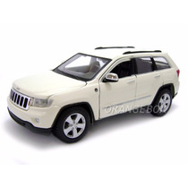 Jeep Grand Cherokee Laredo 1:24 Maisto Branco 31205