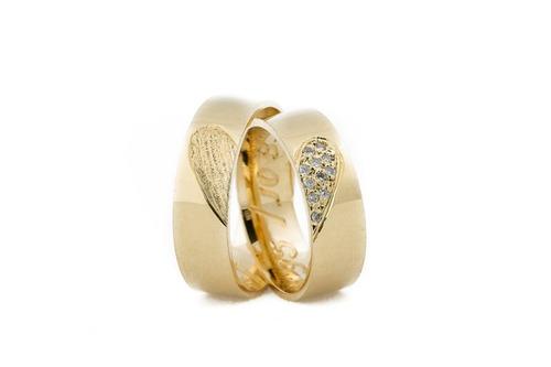 33749a186d4b4 Par De Aliança 6mm 15 Gramas Ouro 18k Diamantes Noivado!!! - R  4.042,31 em  Mercado Livre