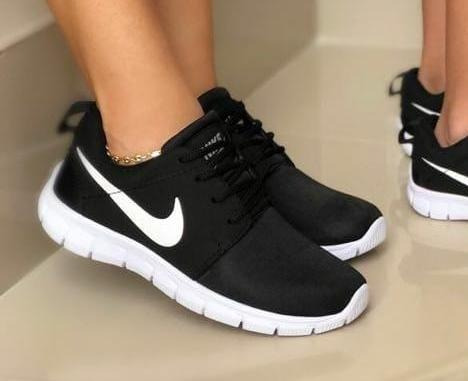 best service d5b18 b8fe6 Características. Marca Nike Modelo ROSHE ...