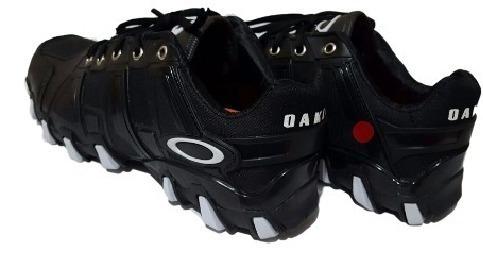 585b77183422e Black Friday 60% Off Tênis Botinha Bota Oakley Hardshell - R  75,90 em  Mercado Livre