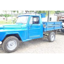 Camionetas Pikup Y Un Jeep Blanco