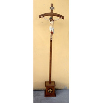 Cristo Procissional Em Madeira Com Imagem Em Resina 1m90cm