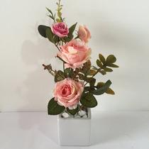 Arranjo De Flores Artificiais Em Vaso De Porcelana