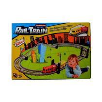 Tren Eléctrico A Pilas. Pista De Tren Con Sus Rieles Y Vagón