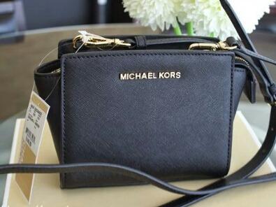 Bolsa Michael Kors Original Lançamento Navy Blue Mk Kros - R  699,00 em Mercado  Livre 1312615855