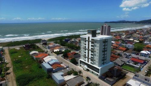 a 150 metros do mar, no centro da cidade, aliando modernidade com a comodidade da localização privil - ap062