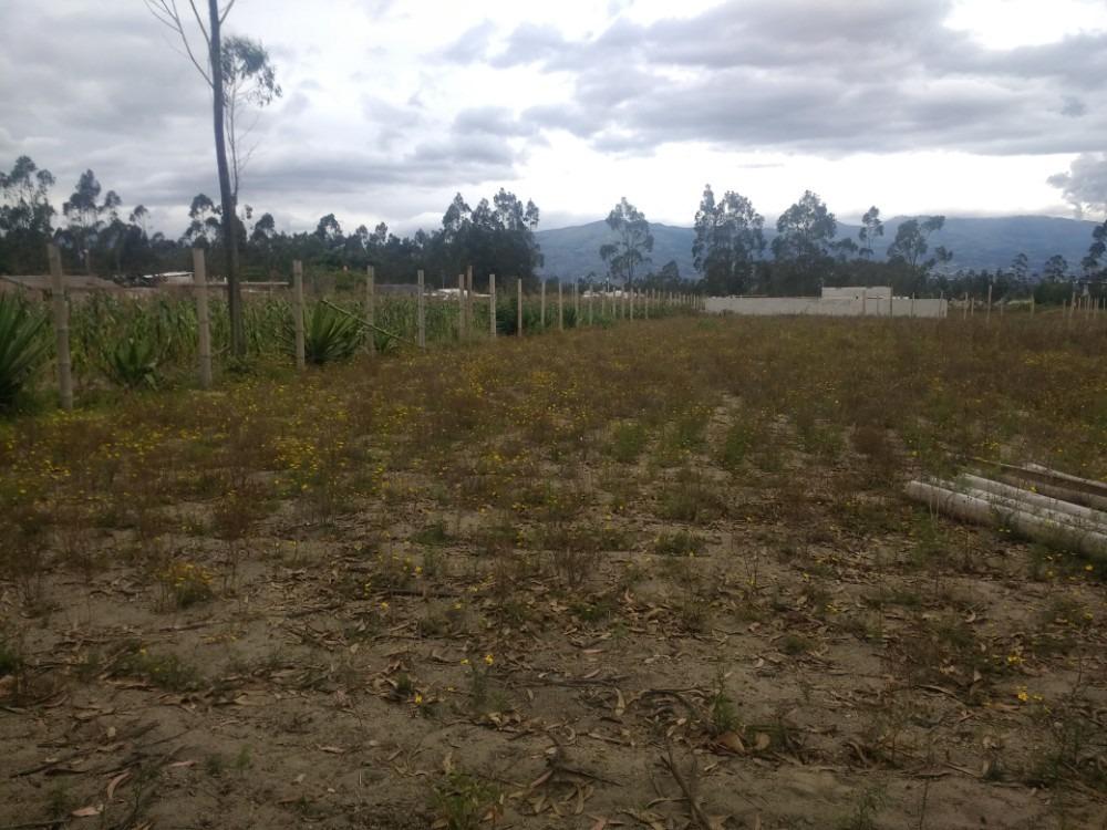 a 20 minutos de guayllabamba, 500 metros planos $ 10.000