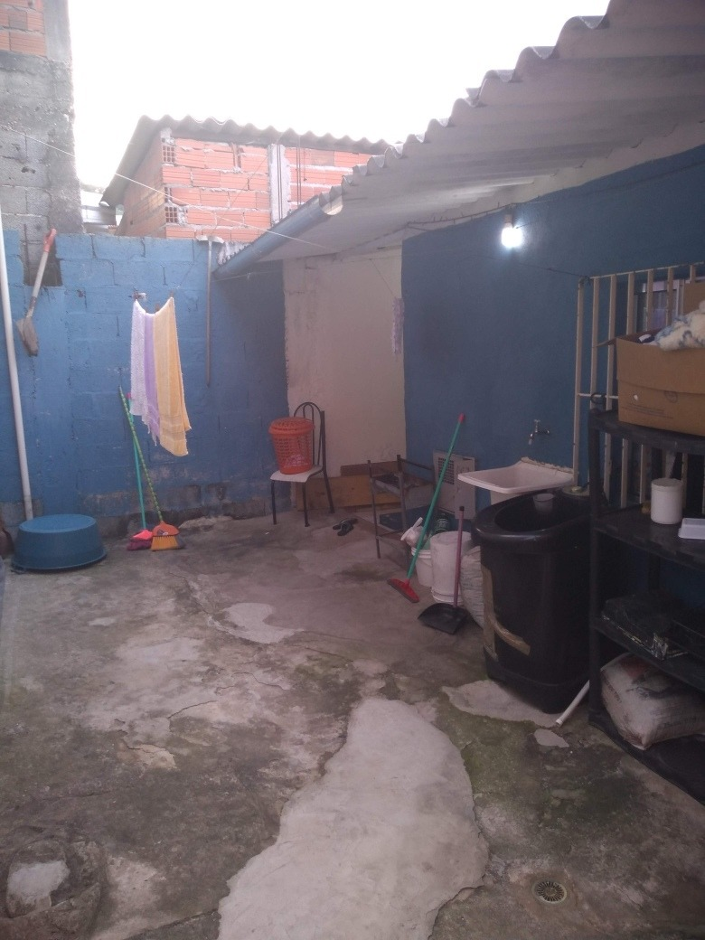 a casa tem 2 quarto , cozinha, banheiro , lavanderia e quint