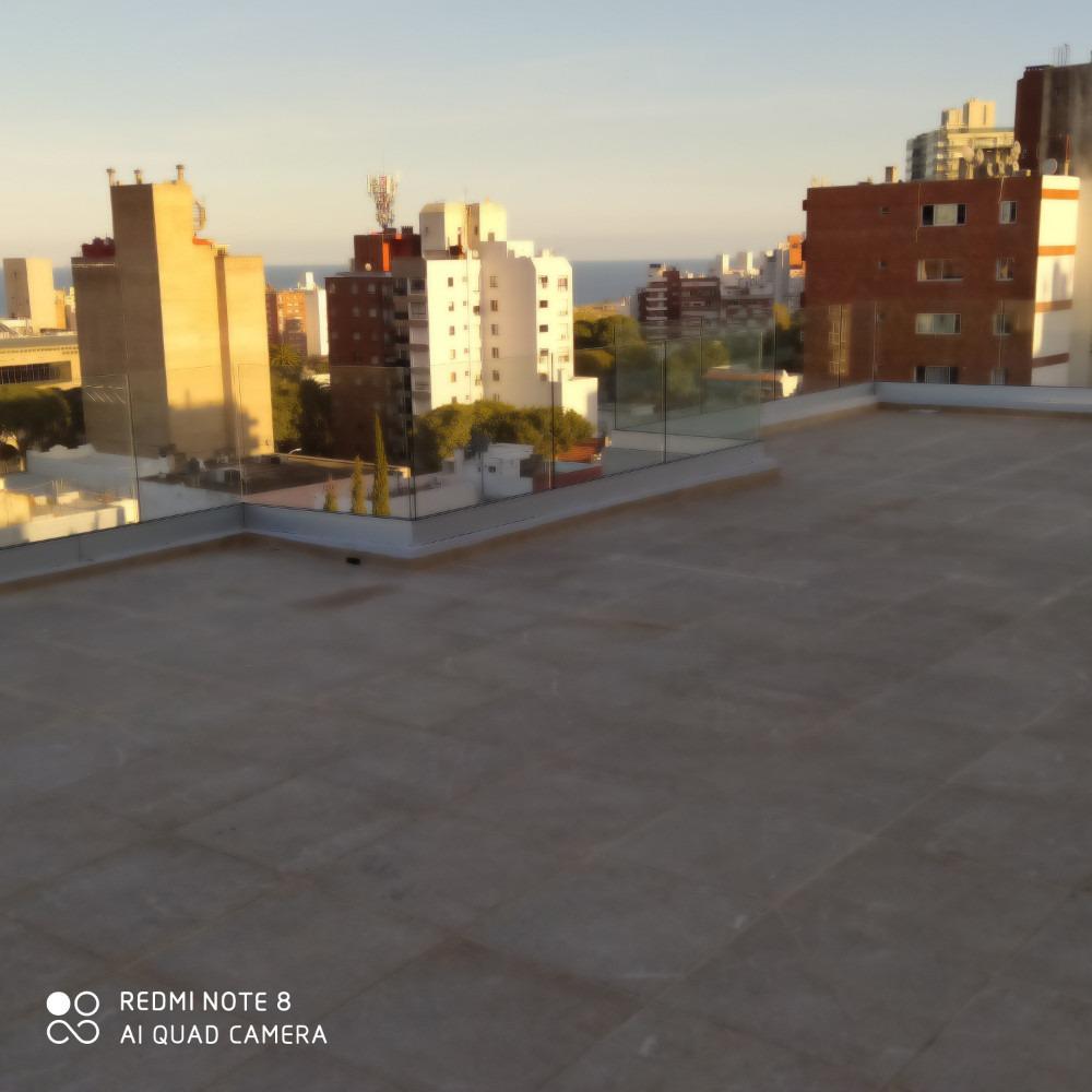 a estrenar con enorme terraza a pasos de blv artigas y ellau