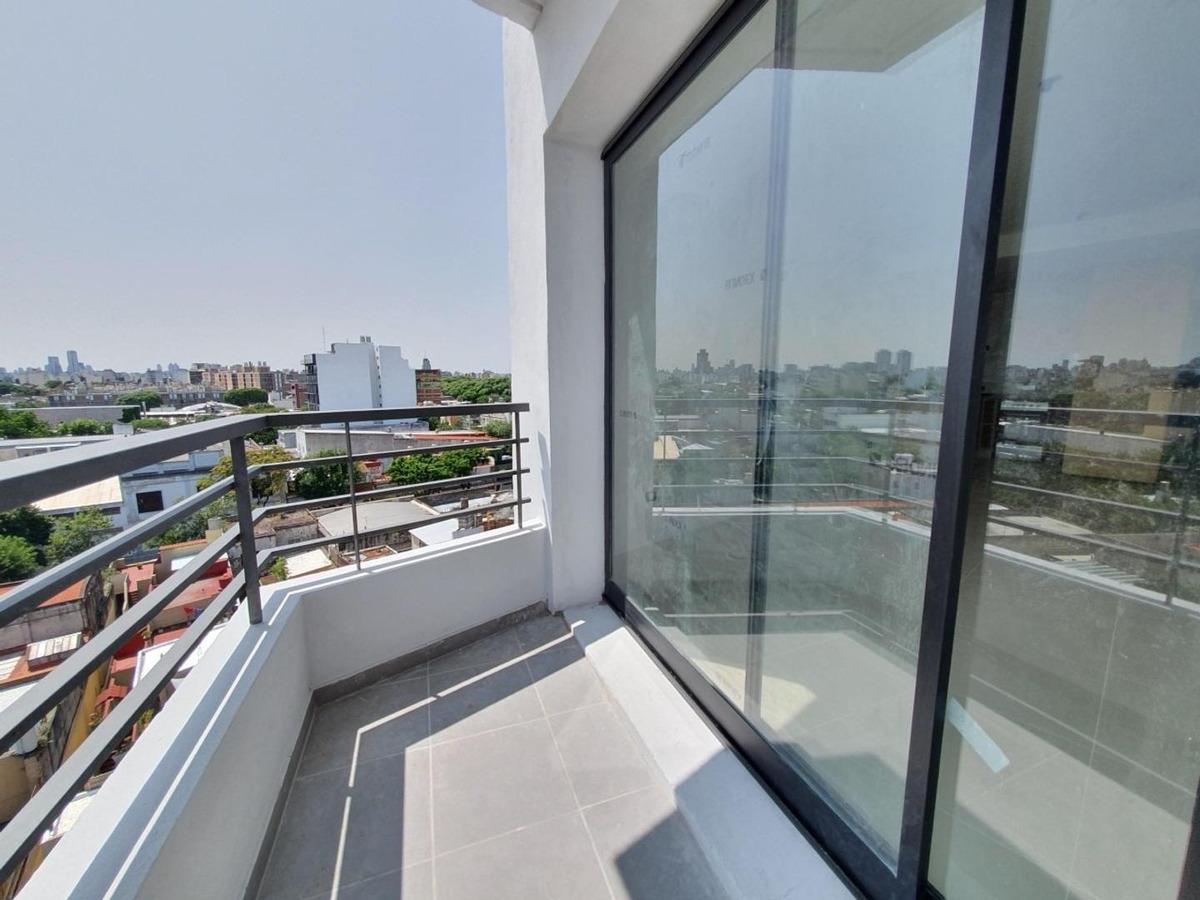 a estrenar - cuenta con balcon - vista abierta - divisible