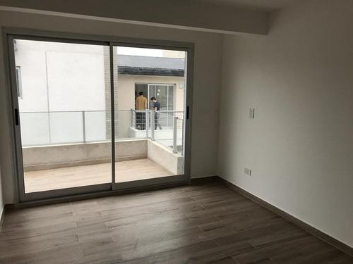 a estrenar, excelente 2 ambientes con balcon c/parrilla y cochera