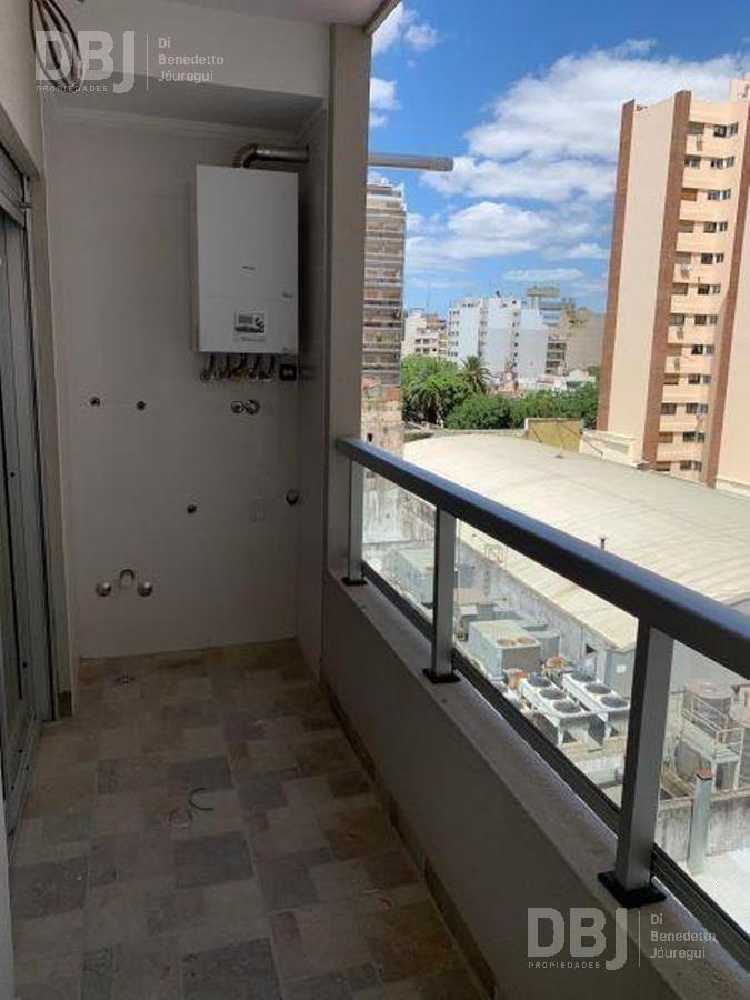 a estrenar - excelente ubicacion - muy luminoso - doble balcon - cochera cubierta