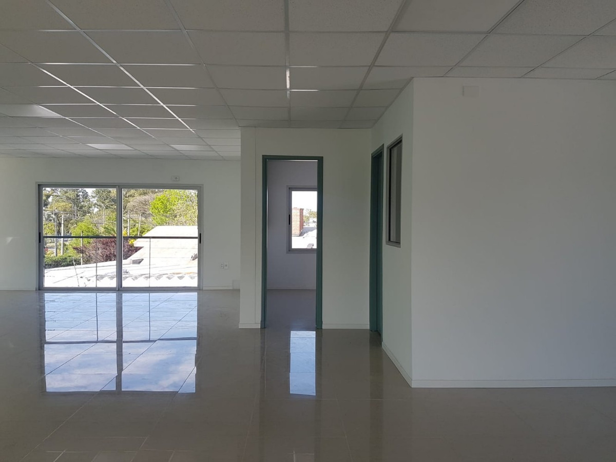 a estrenar local comercial de 2 plantas ideal empresas 530m2