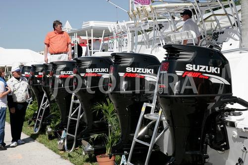 a motores de popa suzuki 300hp 4 tempos okm   ( injeçao )