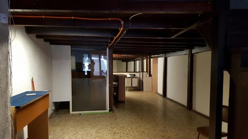 a pasos de sarandi  110 m2 vidriera financio