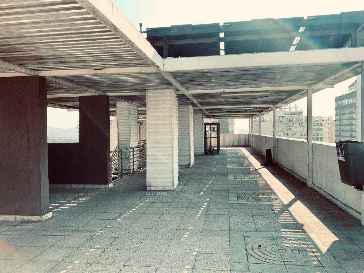 a pasos del metro santa ana