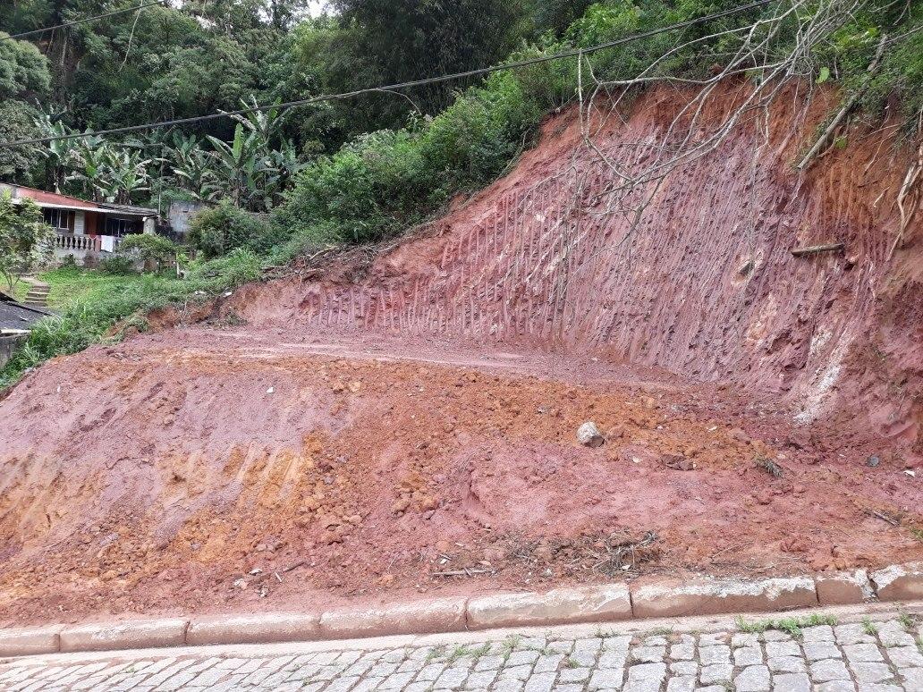 a terreno a  a venda ribeirao pires 15 mts frente.