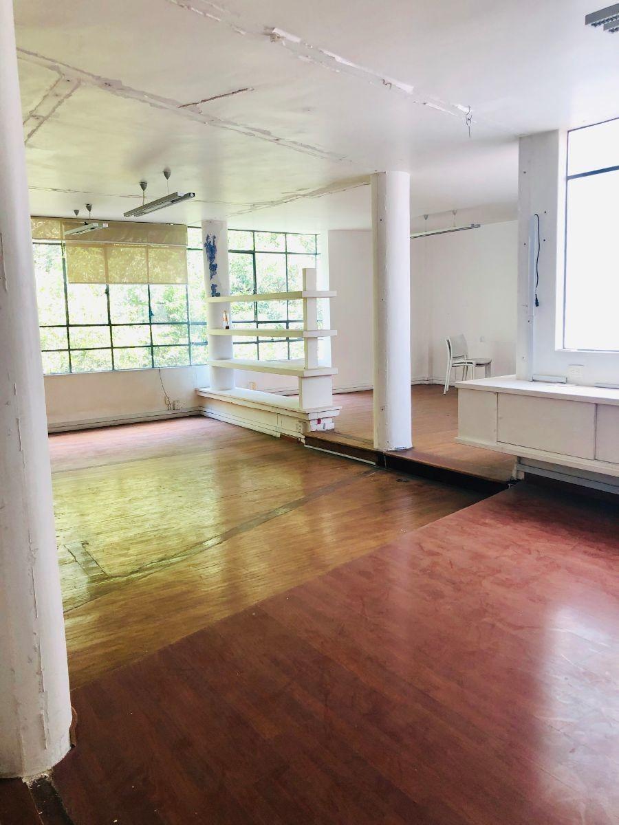 a un paso de  campos eliseos con 2 oficinas disponibles:  piso 2 y piso 3