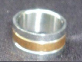 aa204 hermoso anillo de acero y baño de oro