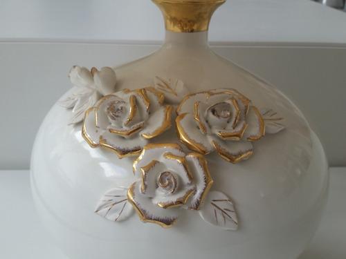 abajur de porcelana para quarto de casal ou sala de estar