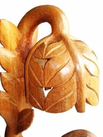 abajur entalhado na madeira sem emenda