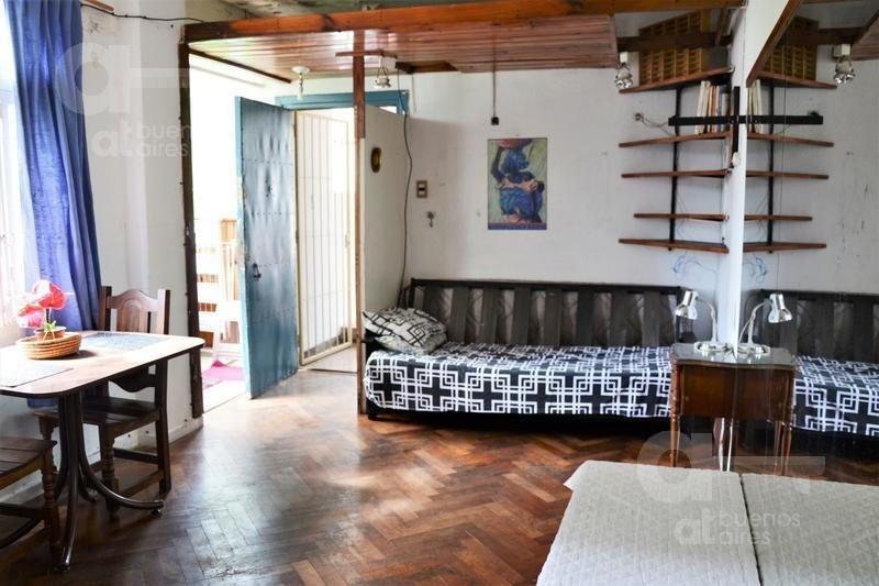 abasto . cómodo ambiente con terraza. alquiler temporario sin garantía.
