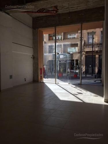 abasto, local con doble altura, con oficina independiente en primer piso