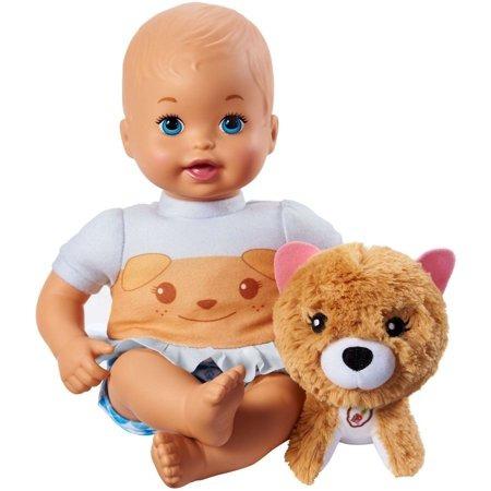 abrazo de mamá poco y cuidado muñeca y mascota cachorro