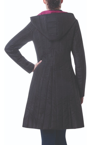 abrigo largo negro para dama capitonado con botones