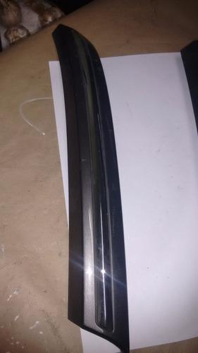 acabamento de grade dianteira ld esquerdo corolla 99/02