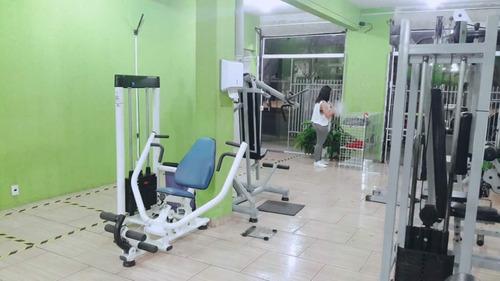 academia de musculação e artes marciais