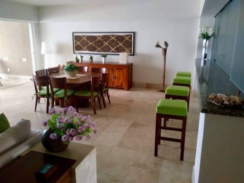 acapulco diamante. amplio departamento en condominio residencial  palmeiras, en la mejor zona de pla