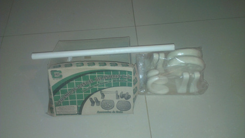 accesorios de baño de cerámica blanco..