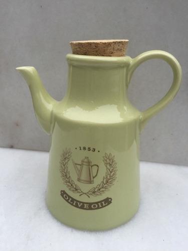 aceitera de porcelana oliva