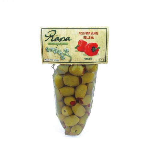 aceitunas verdes rellenas con castaña, rocoto y pimiento
