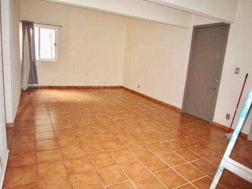 acogedor, muy iluminado y totalmente remodelado departamento en primer piso!!