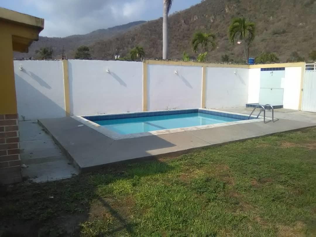 acogedora casa con piscina, ocumare de la costa  04128849675