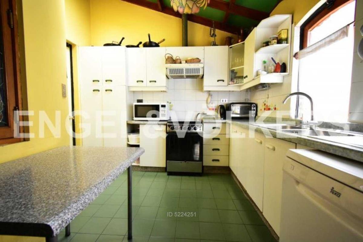 acogedora y luminosa casa en condominio